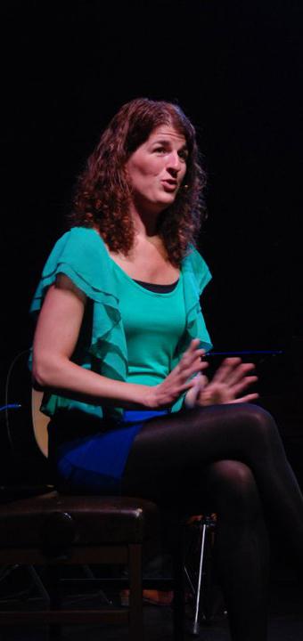 Stefanie Meijer in de voorstelling Niet van gister